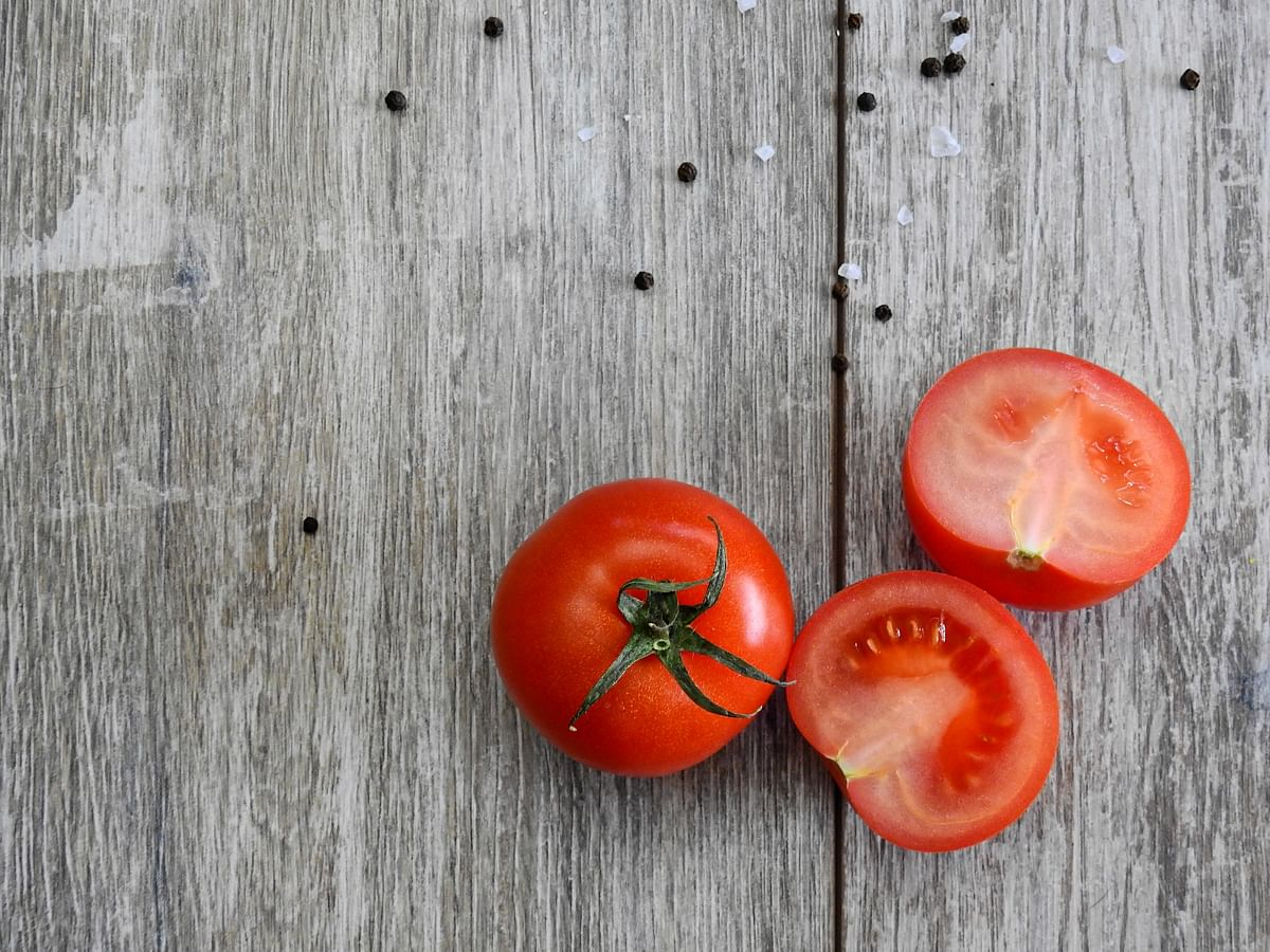 Tomato and cucumber face mask