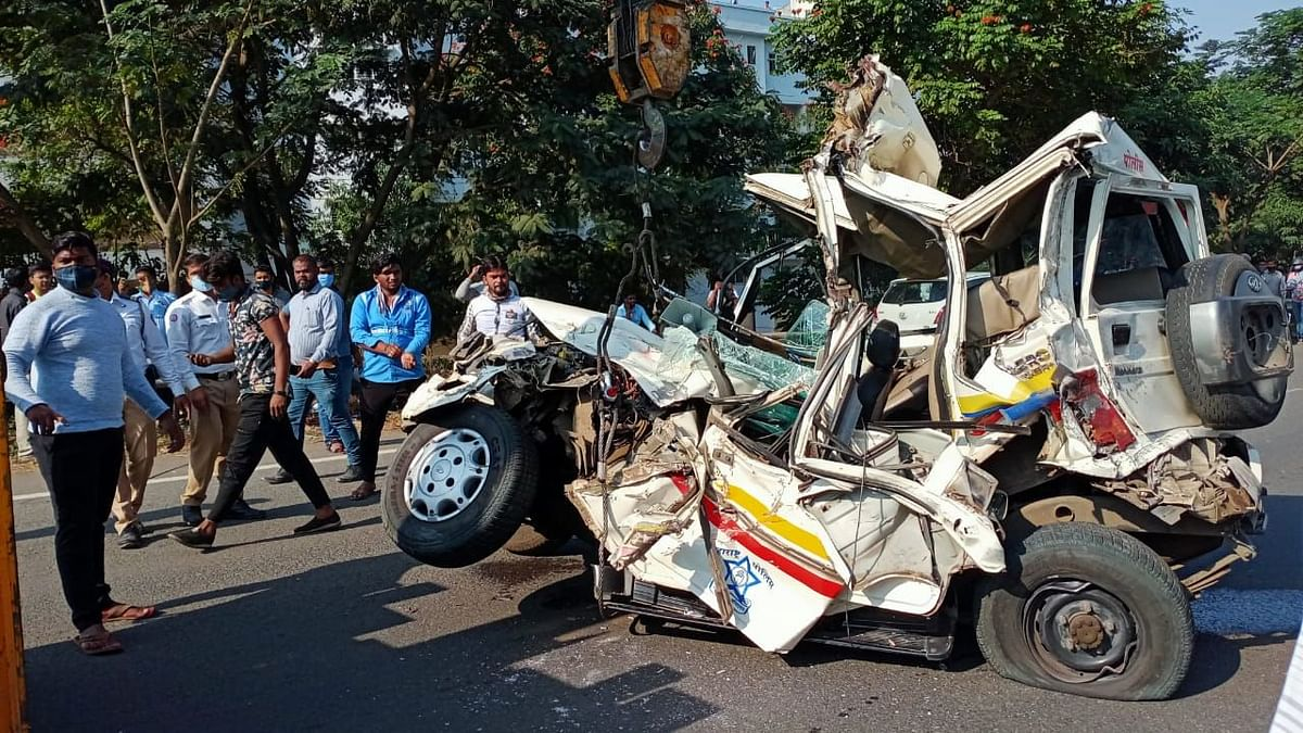 Pune: Two cops injured as truck rams police van; fifth accident on Mumbai-Pune Expressway in a day