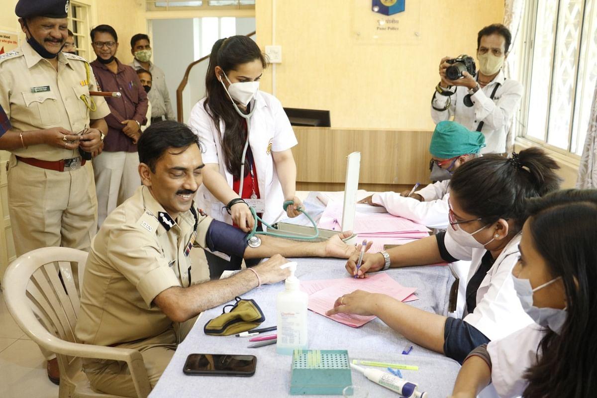 Pune Police Commissioner Amitabh Gupta leads blood donation drive