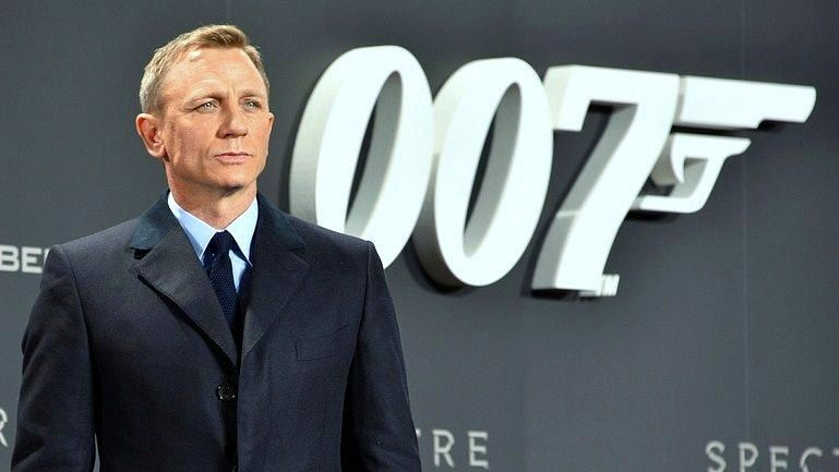 Daniel Craig will play a role of stylish spy in the upcoming Bond series