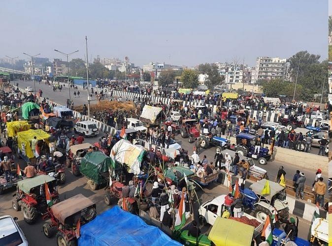Farmers break barricades at Ghazipur, Singhu, and Tikri borders, enter Delhi before time