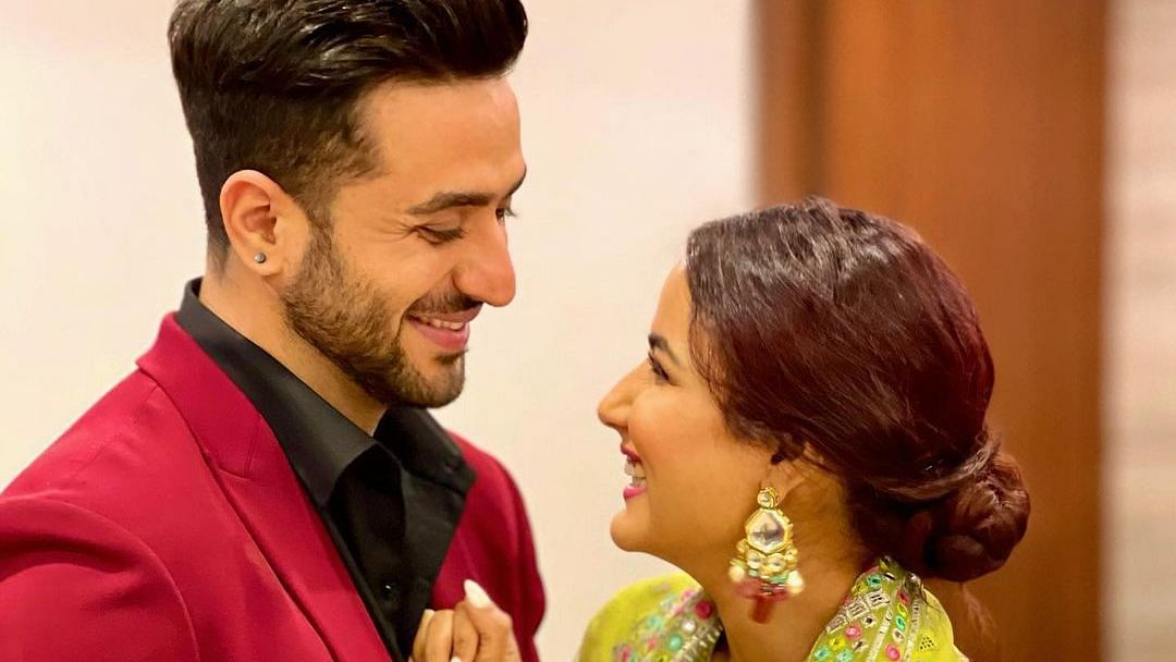 Aly Goni celebrates his birthday with his 'Laila', family in Kashmir