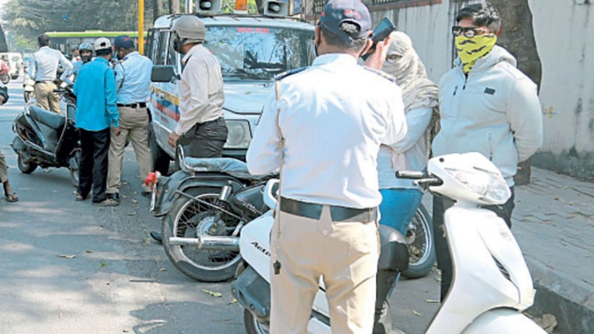 No looking back: Riding without rear-view mirror in Pune will land you in trouble