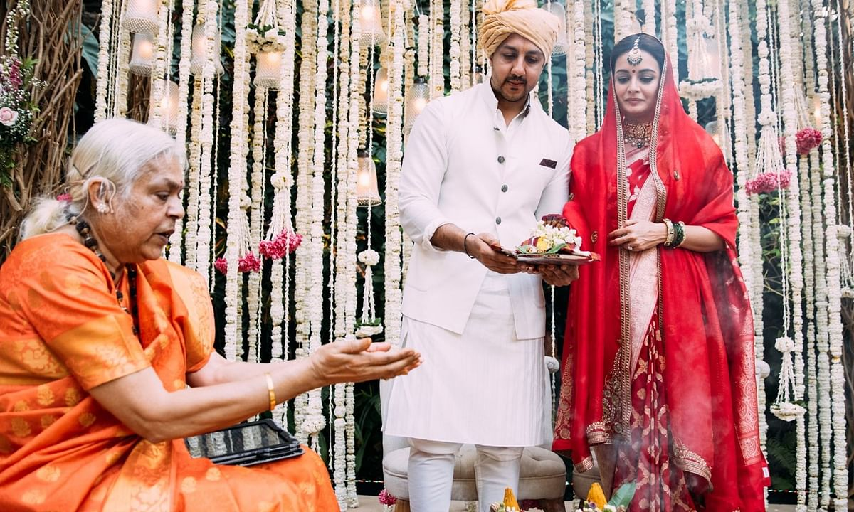 Dia Mirza posted this picture of her wedding on Twitter and thanked Sheela Atta, the priestess for conducting the rituals.