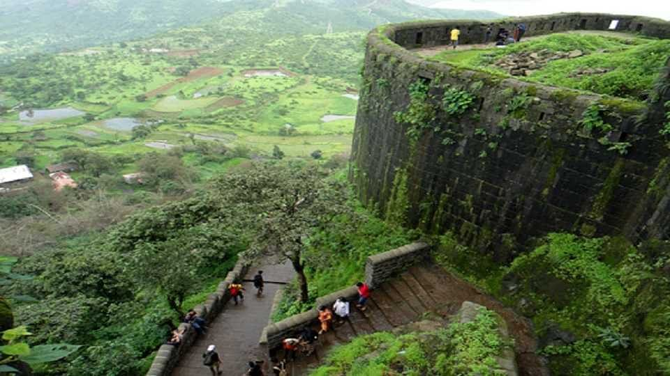 Pune: A saffron flag to be erected at the Sinhagad Fort soon