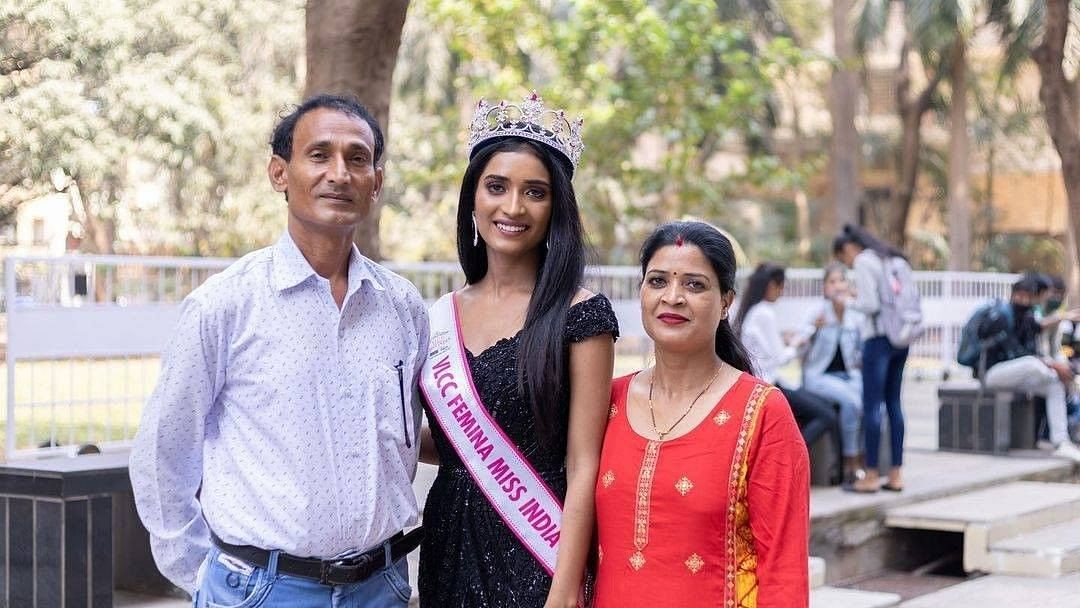 Miss India 2020 runner-up crown Manya Singh with her parents at the  felicitation ceremony in Mumbai