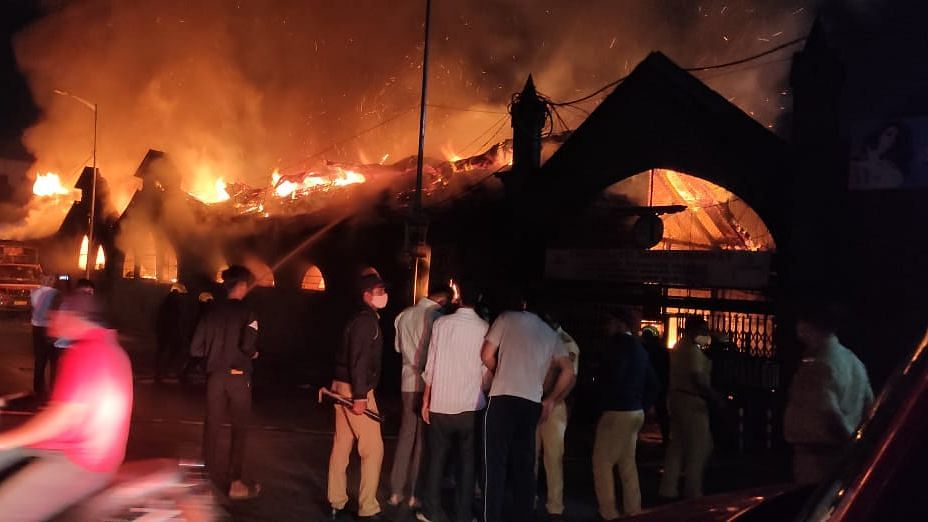 25 shops gutted in fire at Pune's Shivaji Market; none hurt