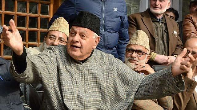 Watch video: Farooq Abdullah dances to Bollywood song with Amarinder Singh