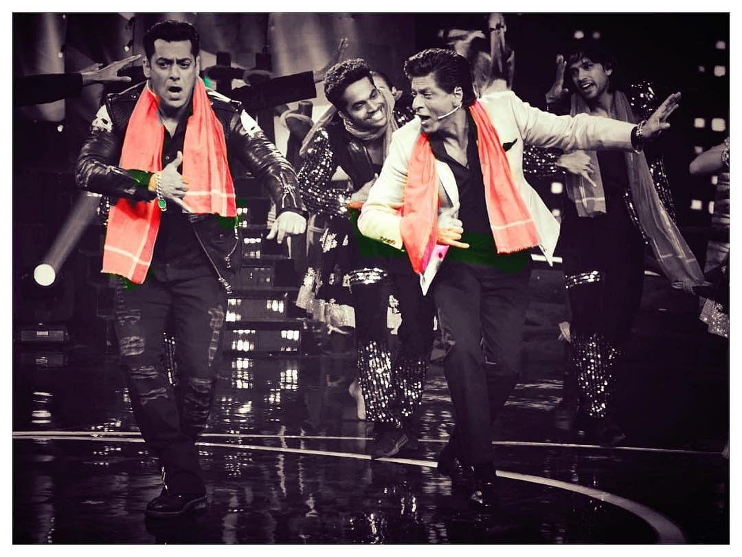 Shah Rukh Khan (R) shared a picture with Salman Khan (L) on Instagram with a caption, 'Bhai ne Phir Jiyra Chakna Choor kar diya. Thank u Big Boss & @beingsalmankhan for a great evening starting with #Zero  love you all.'