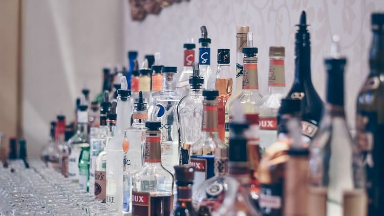 Delhi: Drinking age reduced to 21; know the legal age in other states