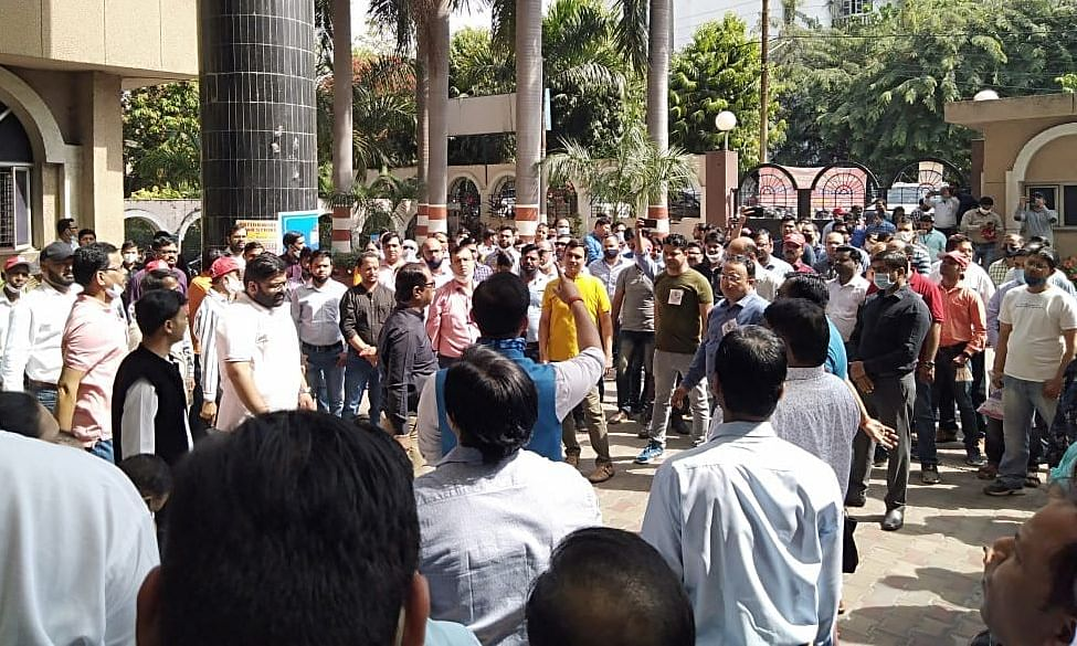 Employees of Canara Bank protesting in Lucknow on Monday