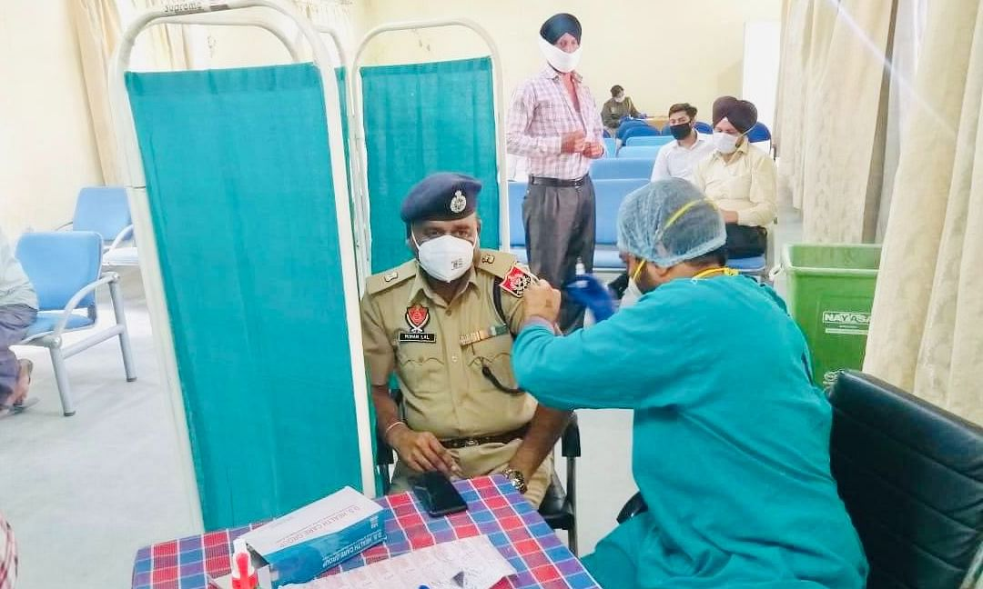 Police officer in Ludhiana receiving the jab of COVID-19 vaccine (File pic)