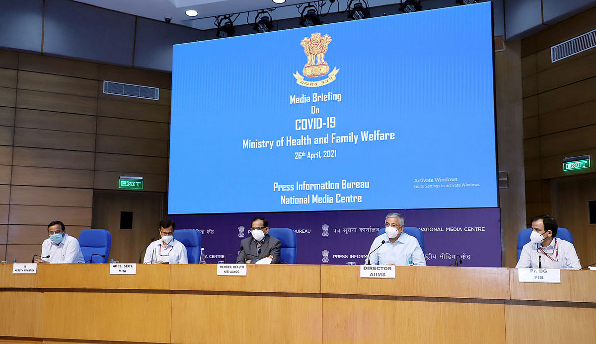 Member (Health), NITI Aayog Dr. Vinod K. Paul along with the Director, AIIMS, Dr. Randeep Guleria (in center) addressing a press conference on COVID-19 in New Delhi on Monday, April 26.