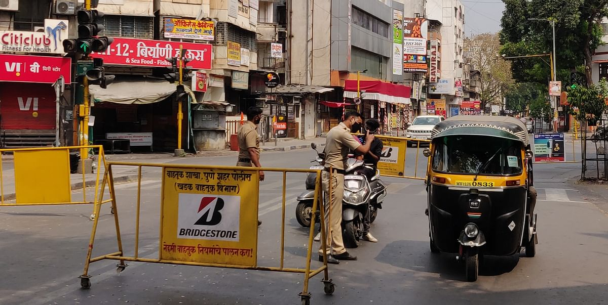 Police personnel  checking all the vehicles in what is the first weekend lockdown in Pune (File pic)
