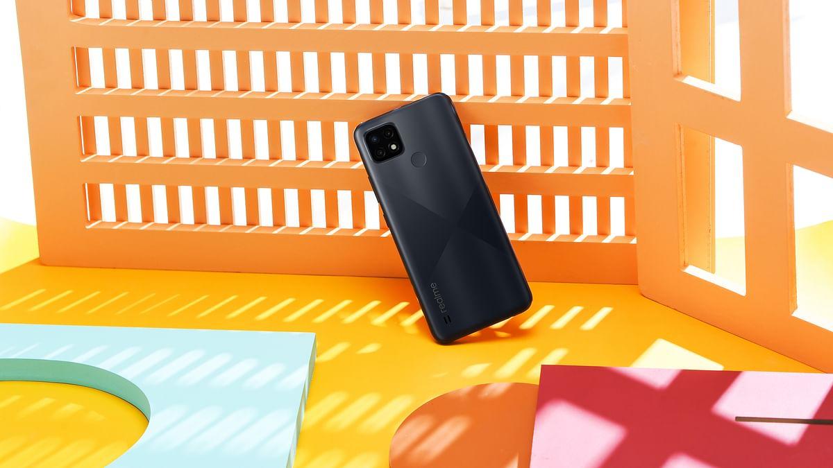 The Realme C21 in Cross Black colour