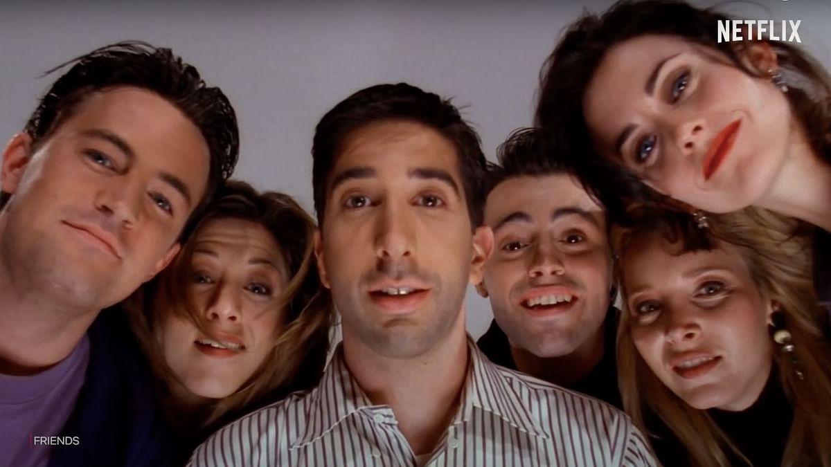 Matthew Perry, Jennifer Aniston,  David Schwimmer, Matt Le Blanc, Lisa Kudrow, and  Courteney Cox (L-R)