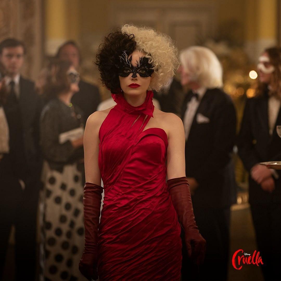 Emma Stone in and as 'Cruella'
