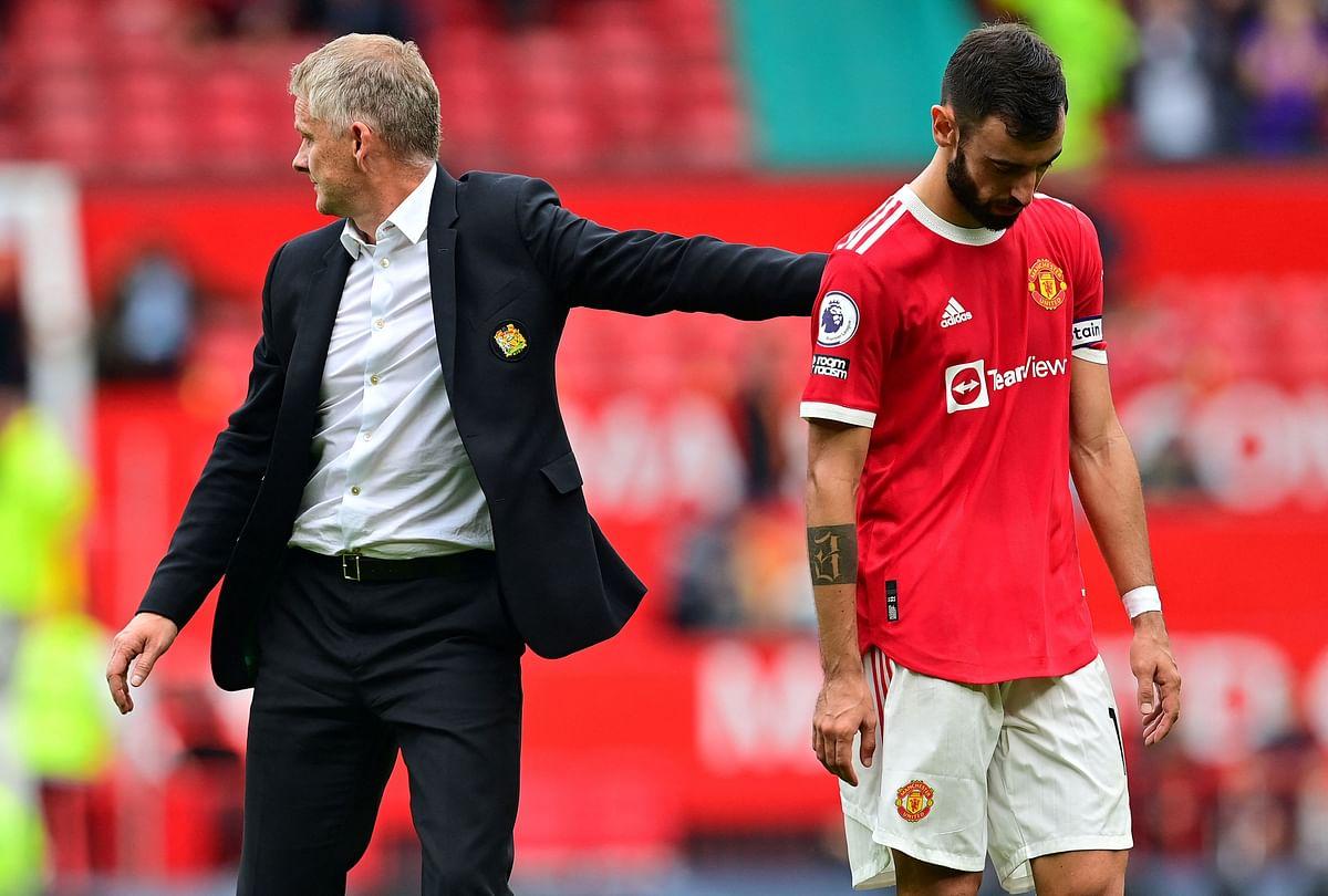 Bruno Fernandes dejected after the Aston Villa defeat.