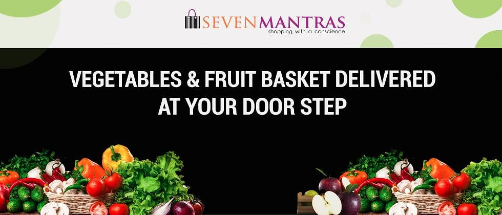 Pune: Society Committee members distribute 'Seven Mantras Fruit Basket' to families in home-isolation