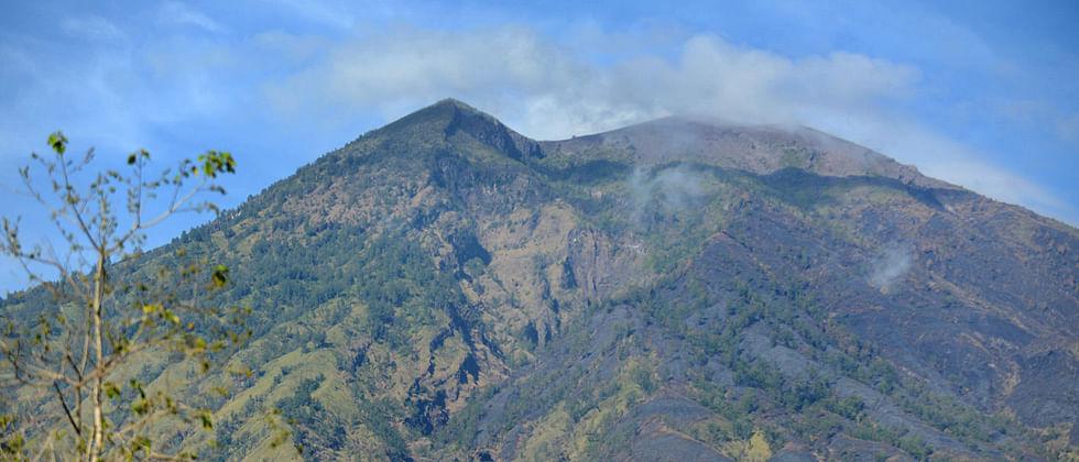 75,000 evacuated near Bali volcano