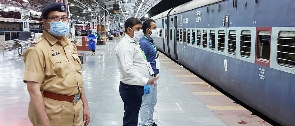 Pune Railway Division use 30 isolation coaches for Shramik Special Train