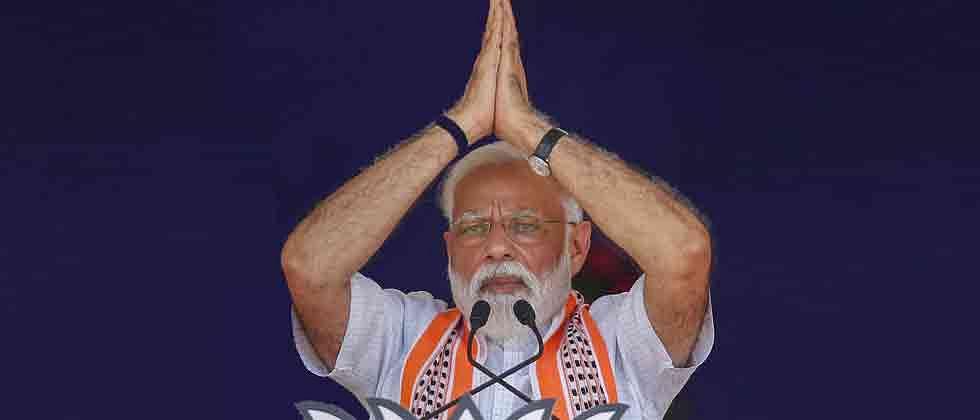 LokSabha 2019: Modi accuses Cong of election scam, looting money of poor