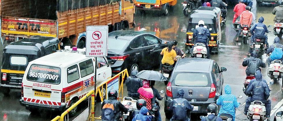 Hyderabad cop runs 2 km to make way for ambulance