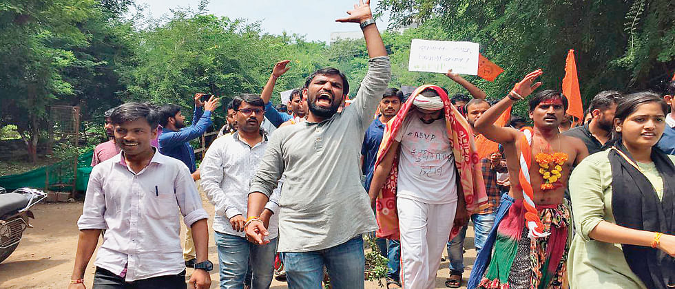 ABVP protests against irregularities at SPPU