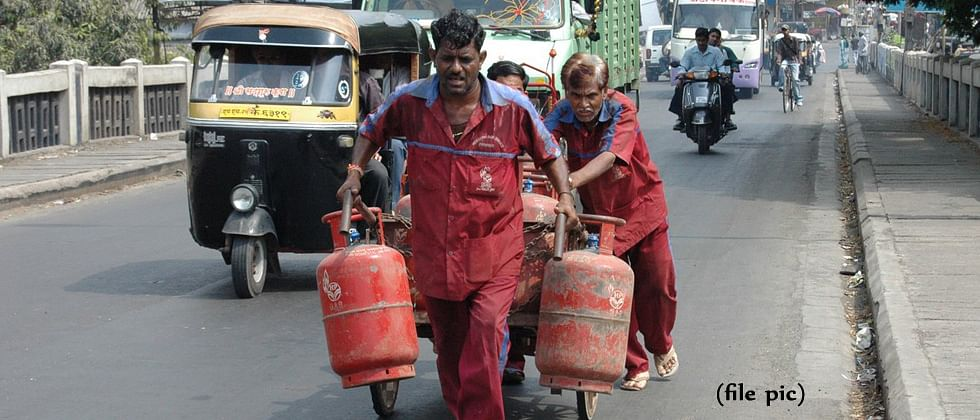 Govt orders LPG prices to be hiked by Rs 4 per month