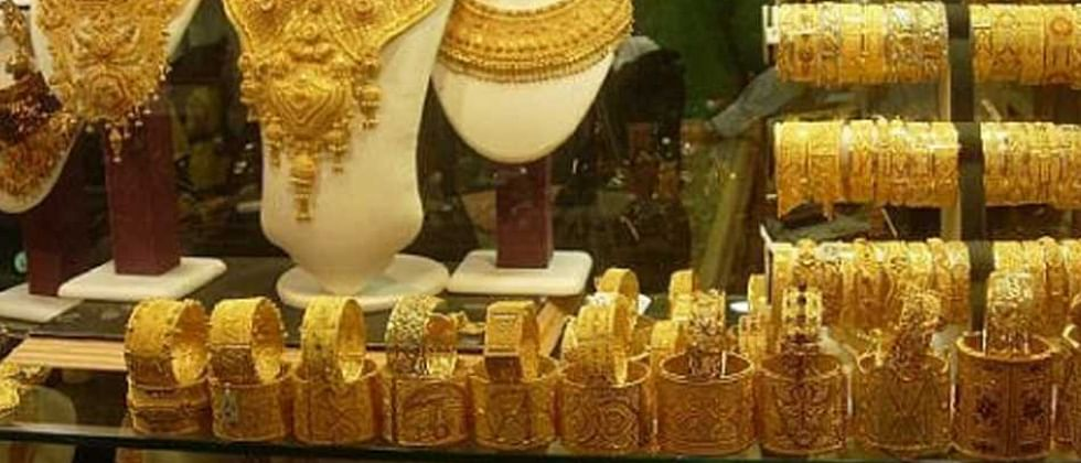 Gold falls by Rs 35; silver prices gain Rs 147