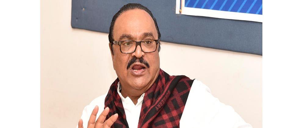 I-T dept attaches benami assets of Bhujbal