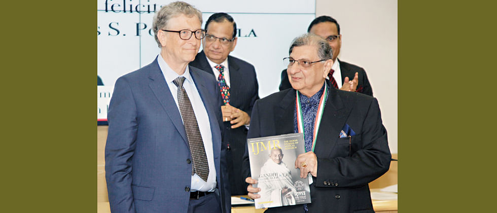 Bill Gates presents award to Dr Cyrus Poonawalla