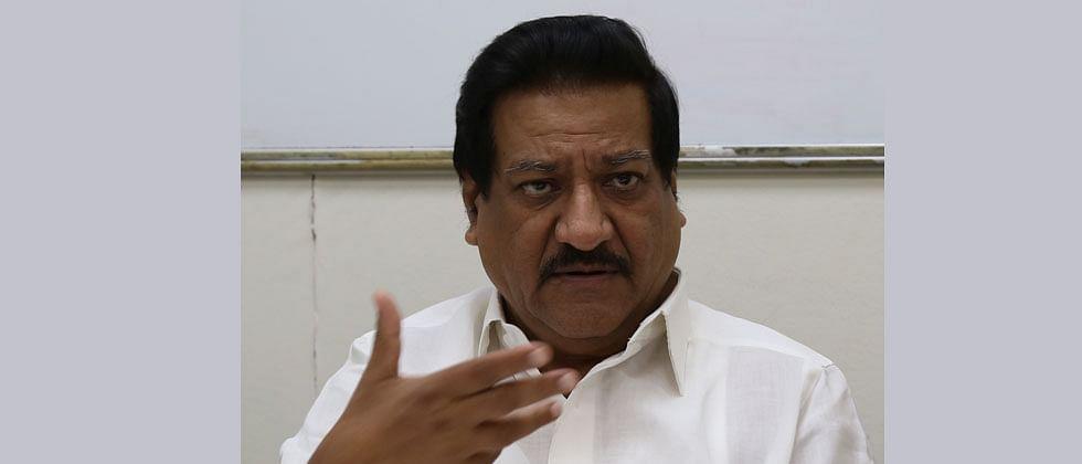 Prithviraj Chavan urges Maharashtra government to resume newspaper distribution
