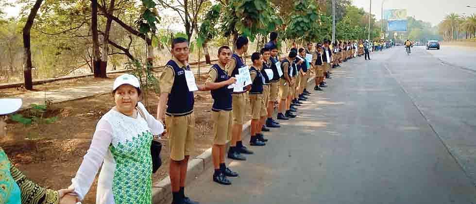 Over 740 people make human chain to save Salim Ali Bird Sanctuary