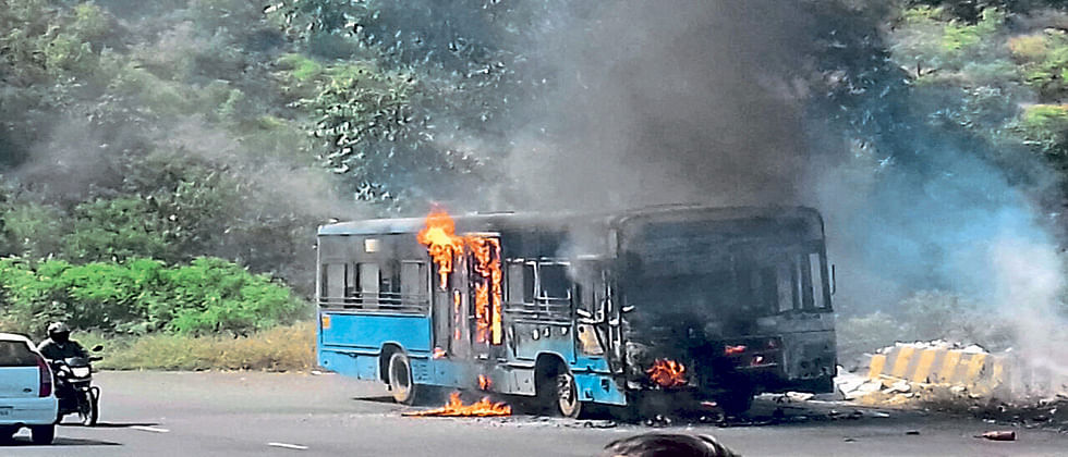 PMPML bus catches fire, passengers safely evacuated