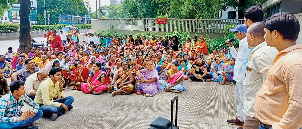 Slum dwellers demand rehab in the same area