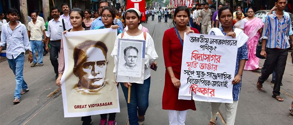 TMC alleges 'BJP goons' damaged Vidyasagar's statue; submits 'proof' to EC in support of its claim