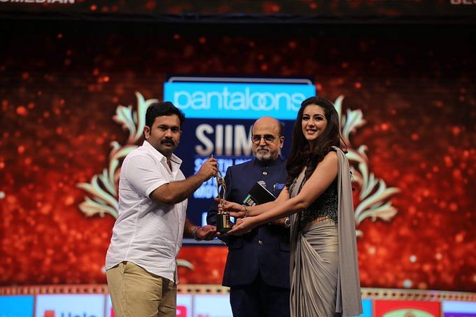 Best Comedian (Malayalam) – Aju Varghese (Film: Aravindante Athidhikal)