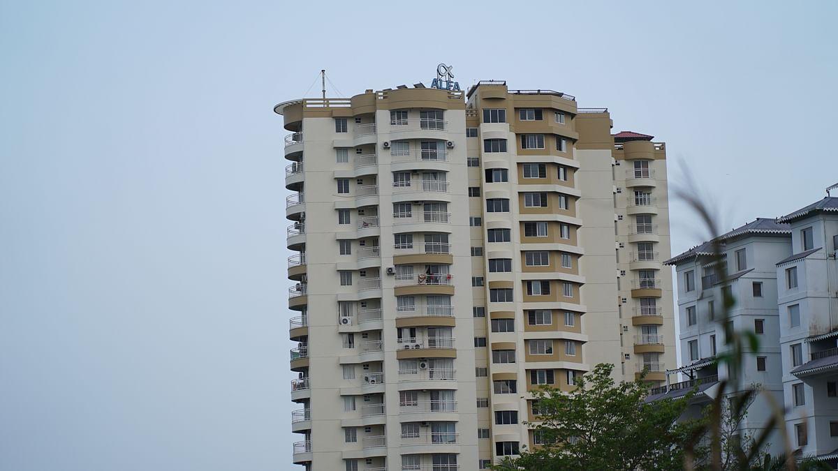 മരട് ഫ്ളാറ്റ്: പൊളിക്കാതിരിക്കാനാവില്ലെന്ന് മന്ത്രി എ സി മൊയ്തീന്; സര്ക്കാറാണ് ചെയ്യേണ്ടതെന്ന നിലപാടിലുറച്ച് നഗരസഭ