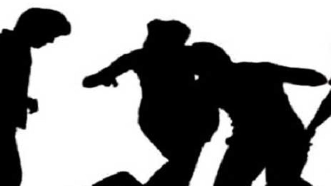 കോഴിക്കോട് മാധ്യമപ്രവര്ത്തകന് നേരെ ആള്ക്കൂട്ട ആക്രമണം; 15 പേര്ക്കെതിരെ കേസ്