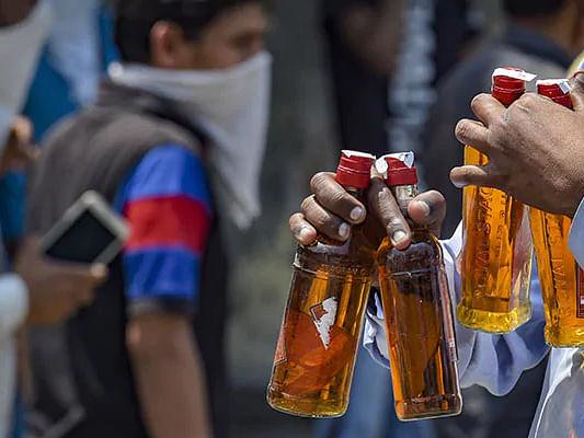 മദ്യം വീട്ടിലെത്തിക്കാന് ഫീസ് ; 100 രൂപയ്ക്ക് സാധാ അംഗത്വം,500 ന് മുന്തിയത്,സര്ക്കാരിന് ശുപാര്ശ