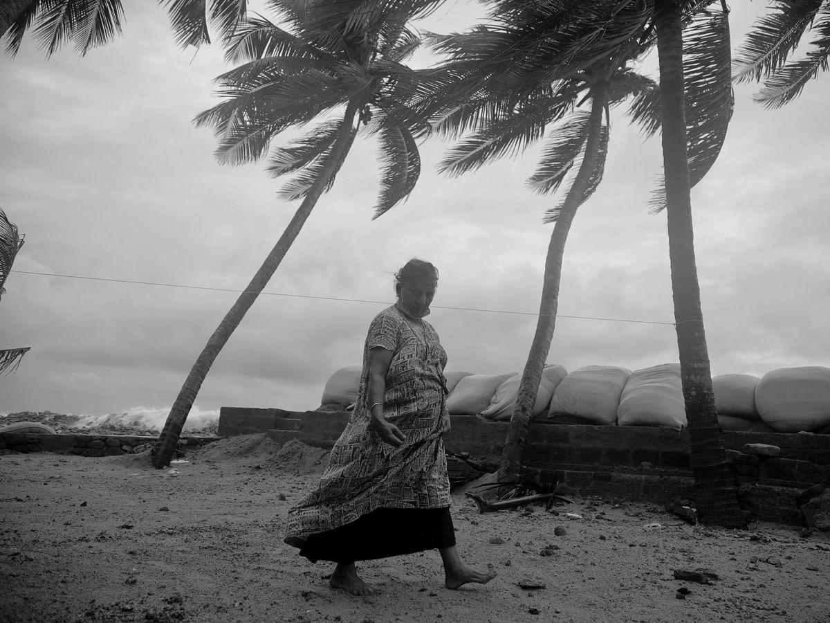 PhotoStory :   അടങ്ങാത്ത കടലും പുറംതള്ളപ്പെട്ട മനുഷ്യരും