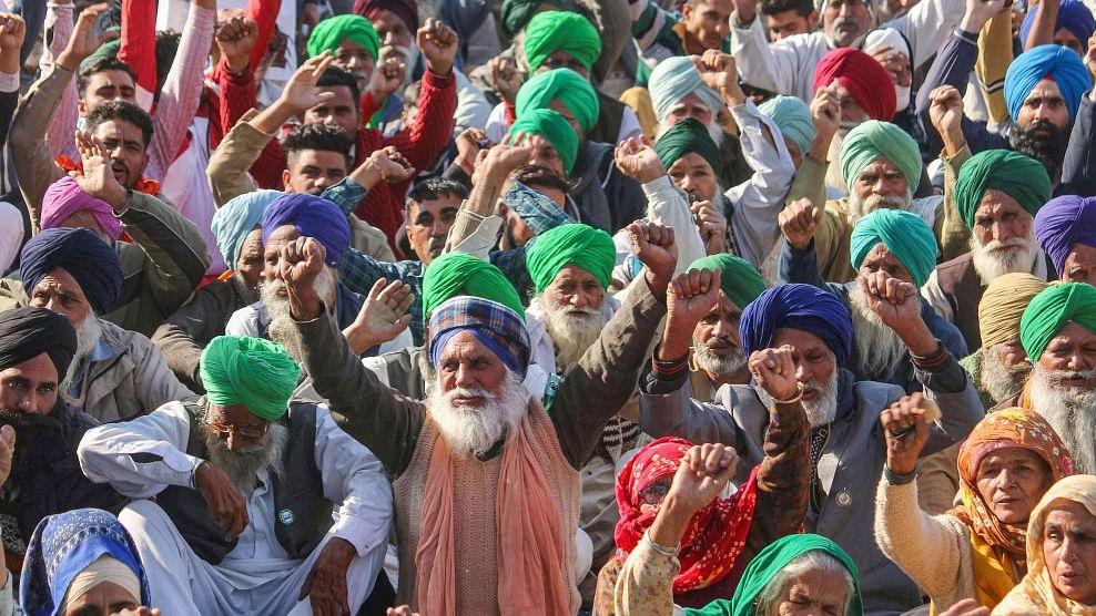 1500 ജിയോ ടവറുകള് നശിപ്പിച്ചു; കേന്ദ്രത്തിനും പഞ്ചാബ് സര്ക്കാരിനും നോട്ടീസ് അയച്ച് കോടതി