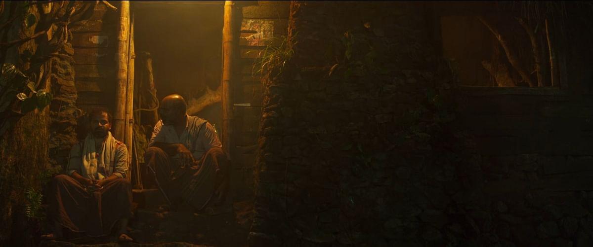 ഒറ്റക്കാഴ്ചയില് കുരുക്കഴിക്കാവുന്നതല്ല; Lijo Jose Pellissery's Churuli Movie Review