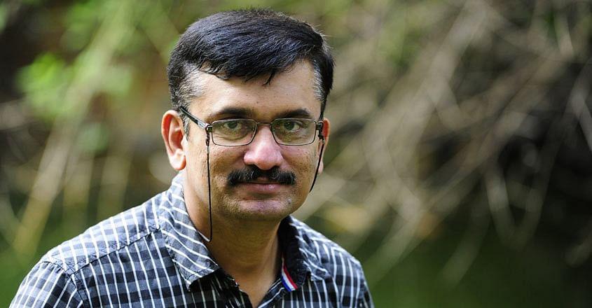മനോജ് കുറൂർ