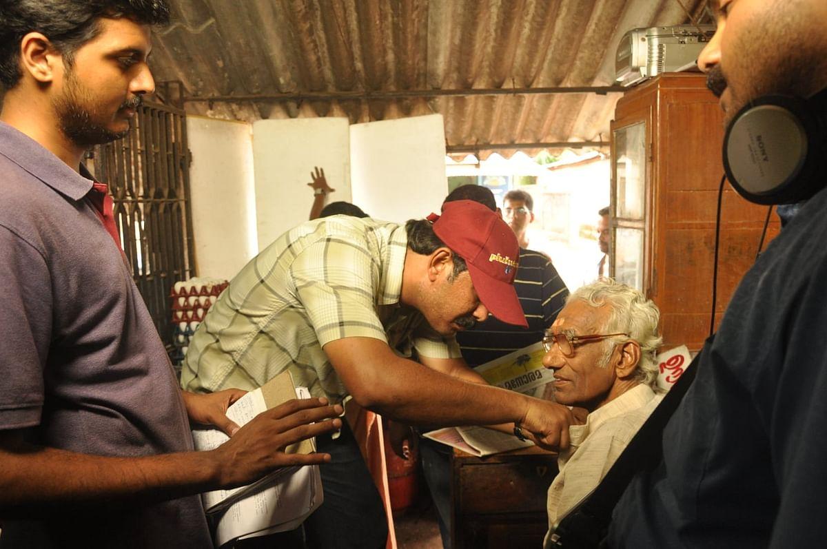കഥകളി ആചാര്യന് നെല്ലിയോട് വാസുദേവന് നമ്പൂതിരിക്കൊപ്പം പ്രശാന്ത് വിജയ്