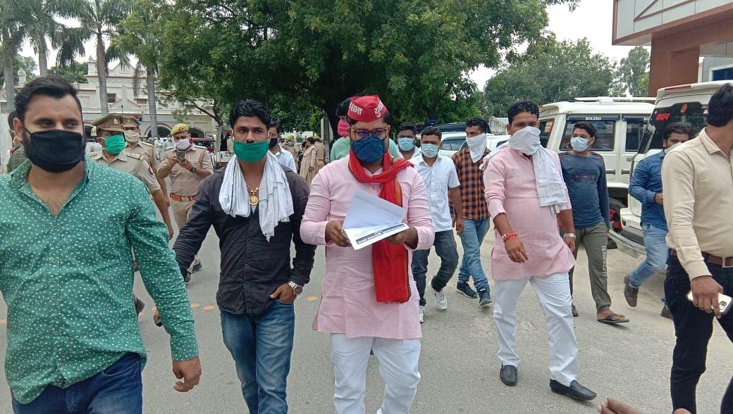 जेईई एवं नीट की प्रवेश परीक्षा निरस्त कराने को मैनपुरी में सपा युवजन सभा ने राज्यपाल को भेजा ज्ञापन
