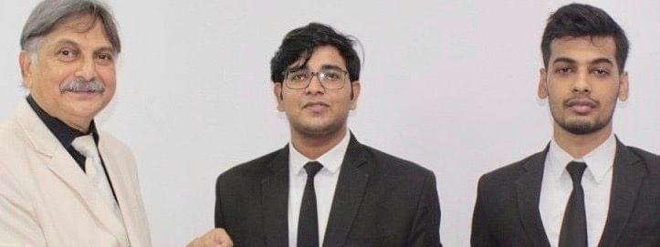 Law Students Of Aligarh Muslim University Win Award