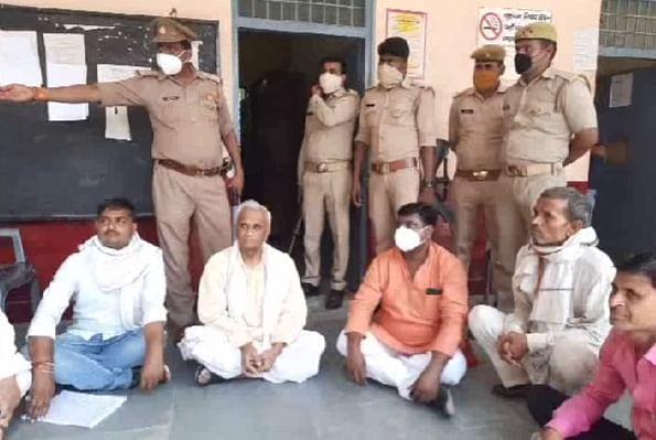 नामांकन न होने पर सपा के पूर्व मंत्री ने दी आत्महत्या करने की धमकी, तहसील में धरने पर बैठे