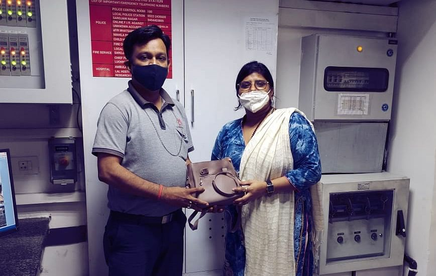 Lucknow Metro Sets Honesty Bar, Returns Cash-Golden Bangles Lost By Commuter Six Months Back